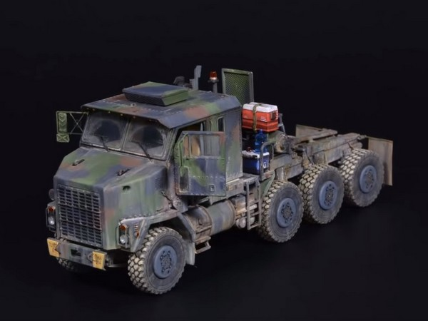 Oshkosh M1070 HET - 1/72 Takom - Tank Transporter Model